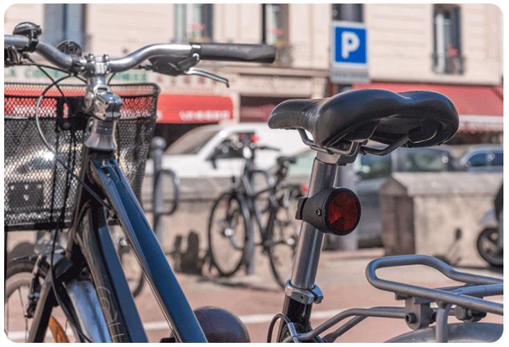 Invoxia Bike Tracker fixé sur un bicyclette