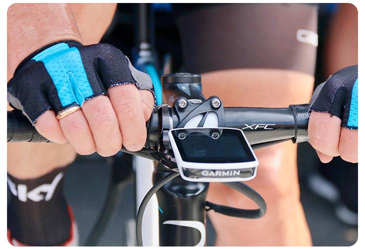 GPS Garmin Edge 1030 utilisé par un coureur de l'équipe Sky